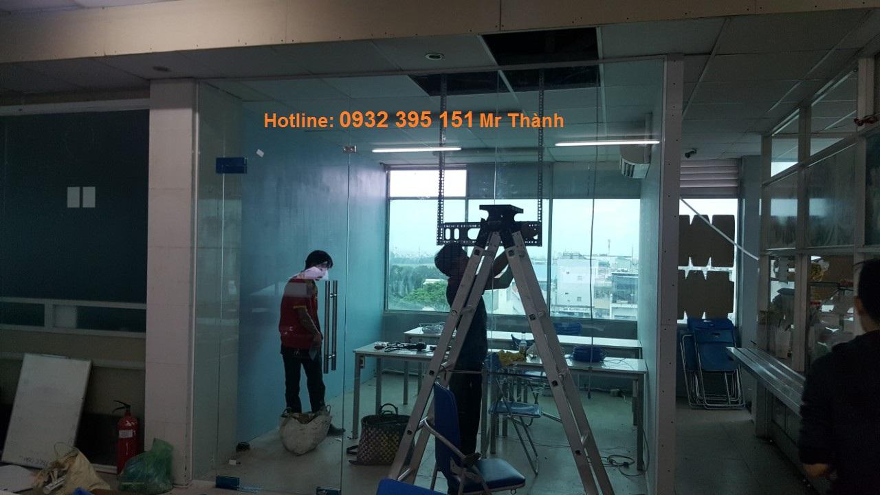 lắp đặt cửa kính cường lực mở trượt tại quận Tân Bình