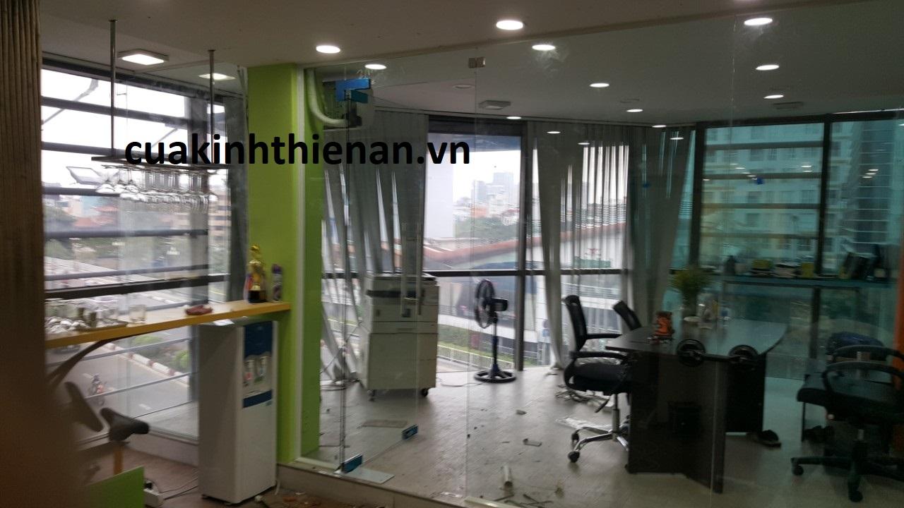 Báo giá thi công vách ngăn kính văn phòng quận Tân Bình