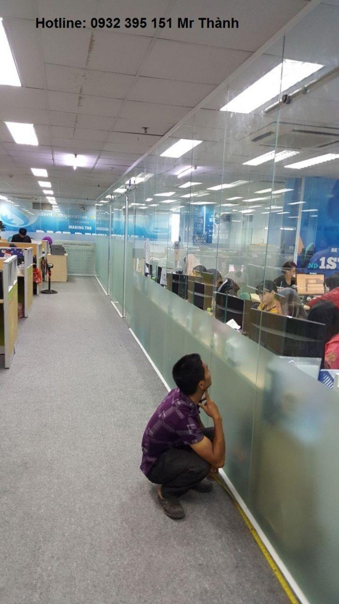 Giải pháp sử dụng vách kính cường lực cho văn phòng