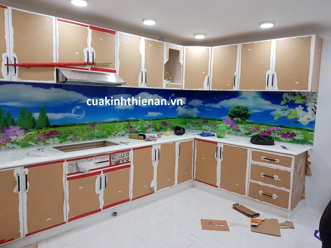 Thi công kính sơn màu cường lực quận Tân Phú
