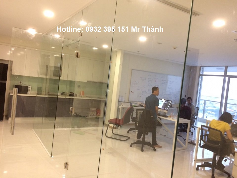 Giải pháp sử dụng vách kính văn phòng có an toàn?
